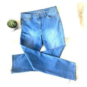 Gloria Vanderbilt Slimming Rail Straight Jean